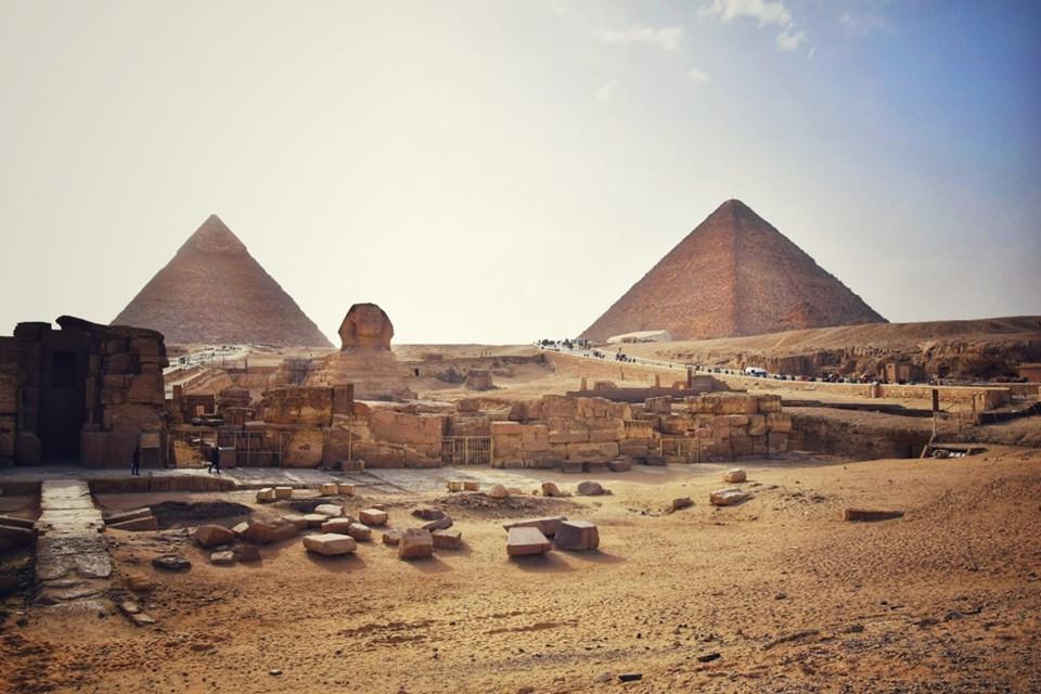 Tagesausflug zu den Pyramiden von Gizeh, Sakkara und Memphis mit dem Flugzeug ab Sharm el Sheikh