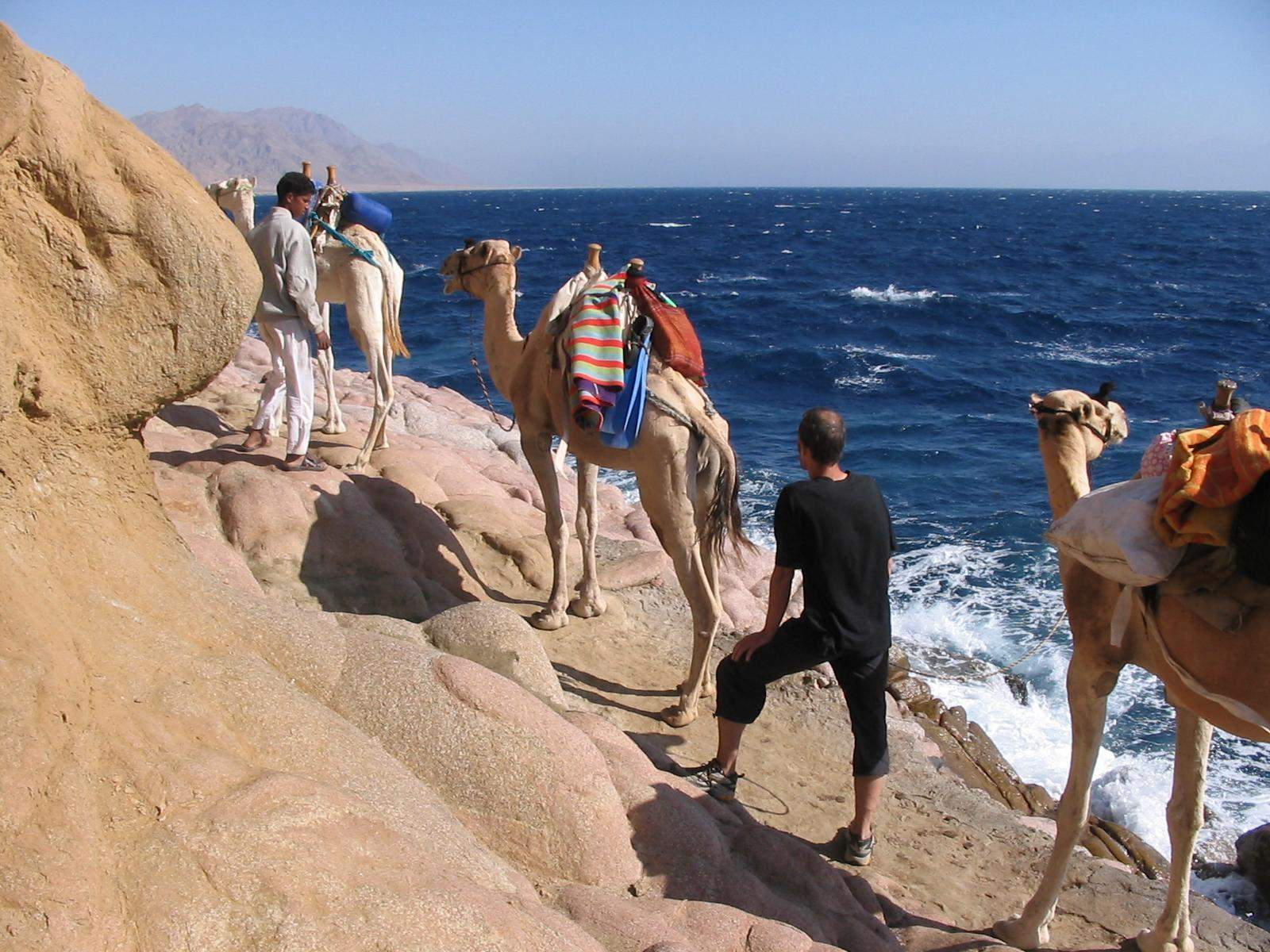 Jeep Safari Ausflug zum Blue Hole und Besuch von Dahab ab Sharm El Sheikh Hafen